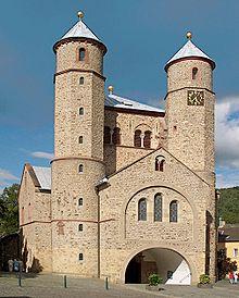 Ähnlich St. Pantaleon: Stiftskirche in Bad Münstereifel [wiki: St. Chrysanthus und Daria (Bad Münstereifel)]
