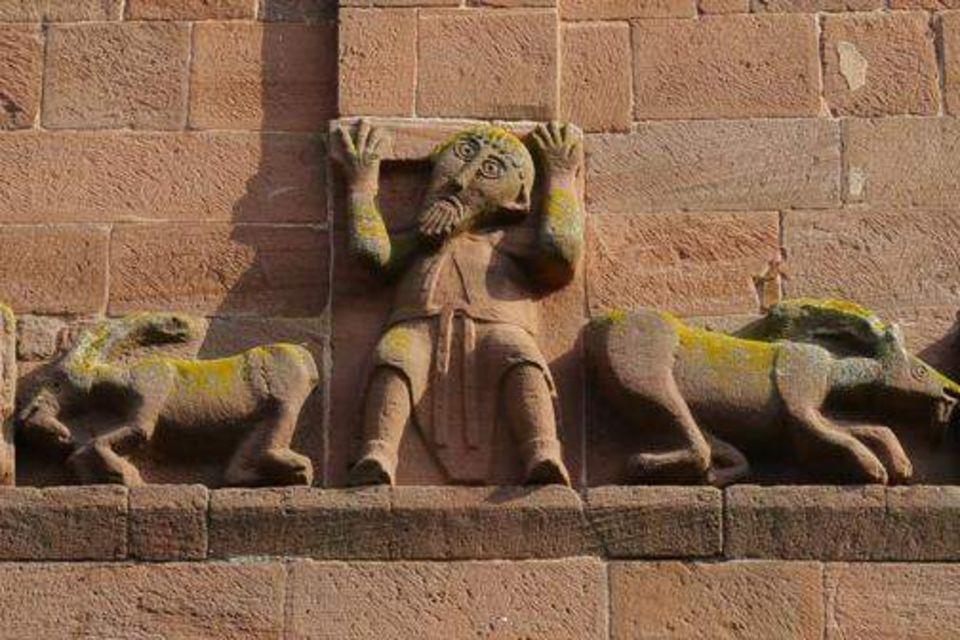 Motiv aus dem ringsum laufenden Skulpturenfries am Eulenturm von Hirsau, 1120 [schlösser]
