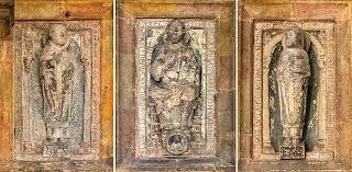Drei Steinreliefs am Hauptportal von St. Emmeram [reise-zikaden]